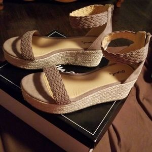 QUPID BENSON SUEDE SHOES SIZE 8.5